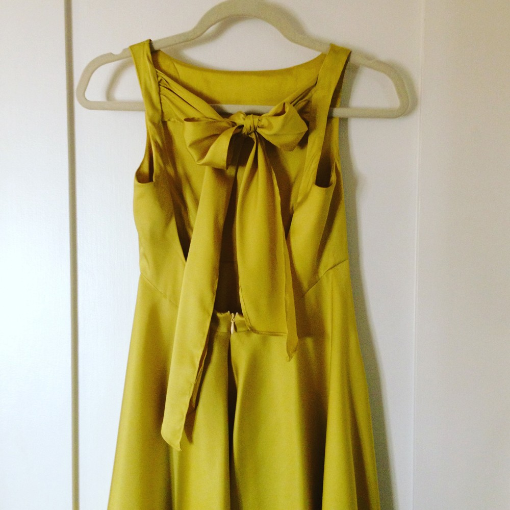 yellow_on_hanger